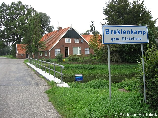 Breklenkamp (buurtschap van Lattrop) nabij de brug over de Geele Beek in de Hoofdstraat.