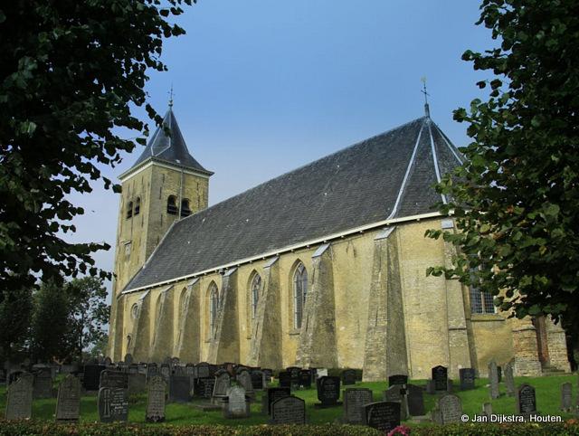 De prachtige hoogbejaarde (13e-eeuwse) kerk van Easterein.