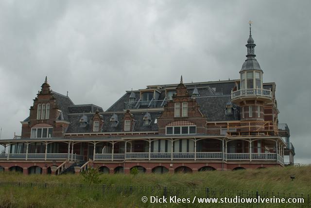 Domburg, badpaviljoen in de duinen aan de zeereep.: plaatsengids.nl/domburg