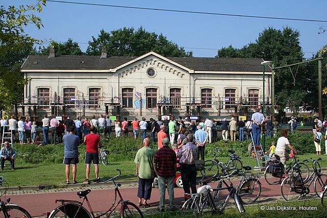 Station Op Wielen Houten.Houten Oude Station Tijdens De Verplaatsing Jpg Plaatsengids Nl