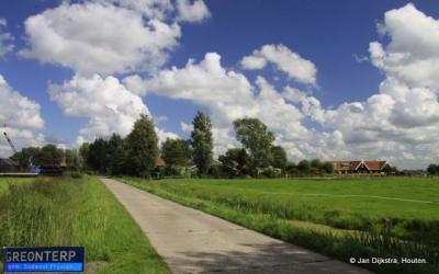 Greonterp in het vlakke Friese land.