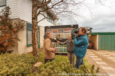 Presentatie Rode Lijst, opnamen voor RTV NH, waarin fotograaf Martin Stevens en inwoners van het dorpje Bobeldijk vertellen over dit dorpje, dat voor de postadressen en BAG niet bestaat...