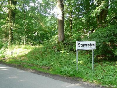 Staverden is een van de plaatsen die zich profileert als 'Kleinste stad van Nederland'. Het staat zelfs op de plaatsnaamborden vermeld. Het is geografisch gezien echter slechts een buurtschapje. Het gaat hier dan ook om de in 1298 verleende 'stadsrechten'