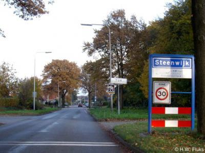 Tuk is een formele woonplaats, d.w.z.: voor postcodeboek en gemeentelijke basisregistraties BAG. Toch heeft het geen eigen bebouwde kom, maar ligt het binnen de kom van Steenwijk...
