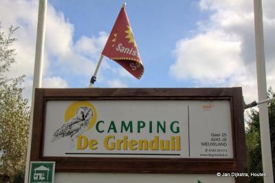 Als je een nachtje of wat langer in Geer wilt blijven, kan dat op camping De Grienduil. Een grienduil bestaat echt, zo noemt men iemand die in de grienden werkt en dat zijn er heel wat in de Vijfheerenlanden.