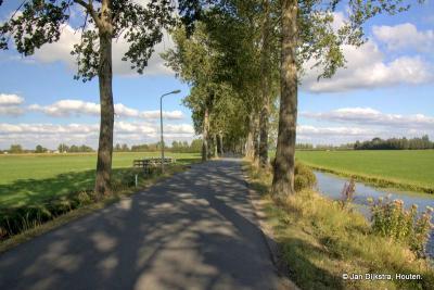 Als je uit Leerbroek komt, dan ga je over de Lange Schenkel naar Nieuwland