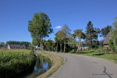 Recht van ter Leede, wat meer richting het dorp Leerbroek