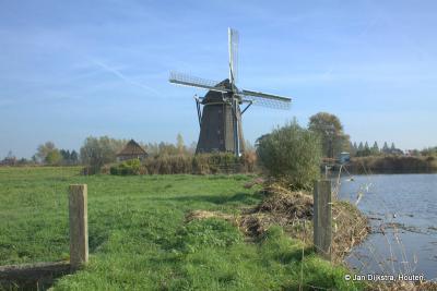 De Rietveldse Molen aan de Rietveldse Vaart in buurtschap Rietveld loost zijn water op de Papenvaart.