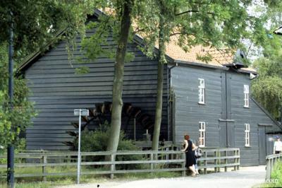 De eeuwenoude, rijksmonumentale Venbergse watermolen direct Z van Valkenswaard is tegenwoordig in gebruik als café-restaurant