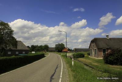Achtersloot is een langgerekte buurtschap tussen IJsselstein en de provinciale weg Montfoort-De Meern