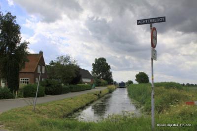 Vanaf de Provincialeweg door Knollemanshoek komen we in buurtschap Achtersloot