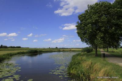 Een blik over de polder Mastwijk en Achthoven