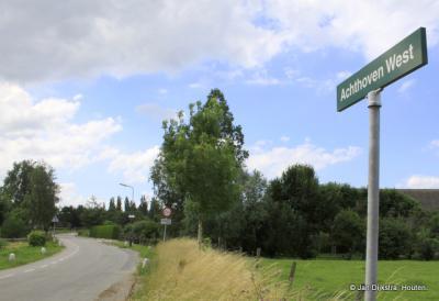 In Achthoven-Oost is er hoofdzakelijk industrie, daarentegen is Achthoven-West zeer landelijk