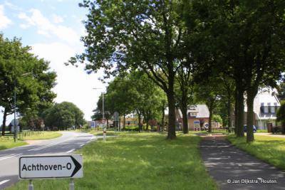 Achthoven-Oost, aan de provinciale weg van De Meern naar Montfoort