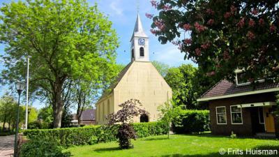 Het van oorsprong 13e-eeuwse Hervormde (PKN) kerkje van Adorp heeft in de 18e eeuw zijn markante dakruiter gekregen