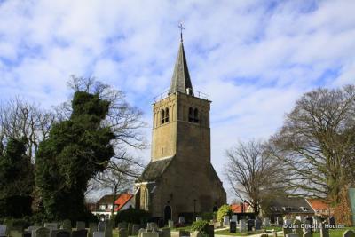 Bij de toren van de voormalige Hervormde kerk in Alblasserdam