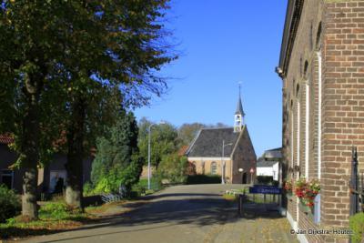 De voormalige Hervormde kerk van Alem uit 1719 is sinds 2005 in gebruik als ...