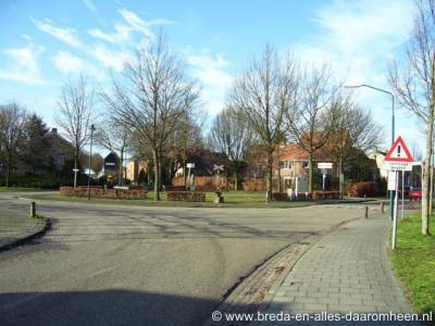 Alphen, het andreaskruis aan de Stationsstraat herinnert aan het station en aan de spoorlijn Tilburg-Turnhout
