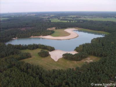 't Zand is, naast een buurtschap, een recreatiegebied met o.a. een meer met strand.