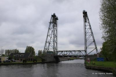 Hefbrug Gouwesluis over De Gouwe in Alphen aan den Rijn