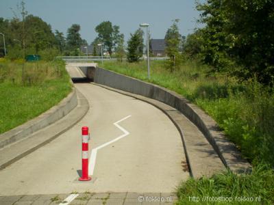 De inwoners van Altena zijn blij met de fietstunnel onder de zuidelijke ringweg om Peize, waardoor ze veilig als voorheen de kortste route naar Peize kunnen fietsen en lopen. En ook weer terug natuurlijk. :-)
