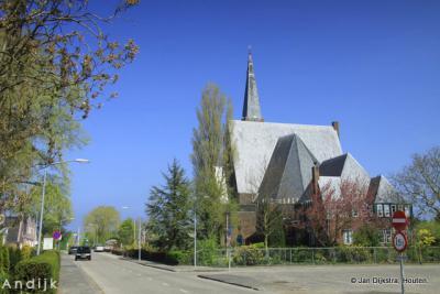 In Andijk bij de gereformeerde kerk.