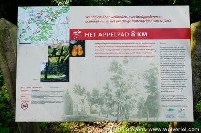 In de buurtschap Appel vind je een informatiepaneel met informatie over wat je tijdens het lopen van het Appelpad (8 km) aan bijzonderheden tegenkomt.