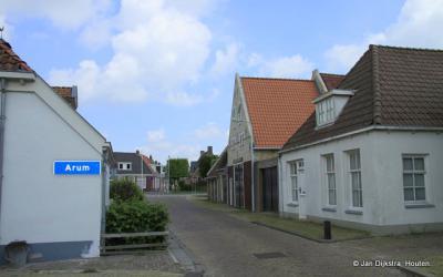 Arum is een dorp in de provincie Fryslân, gemeente Súdwest-Fryslân. T/m 2010 gemeente Wûnseradiel.