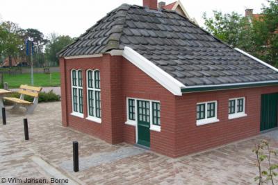 Azelo, de replica van de school, vervaardigd in 1985, is in 2004 gerestaureerd