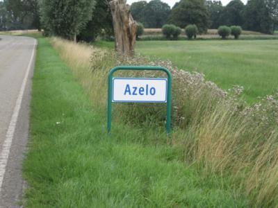 Azelo is vanaf 2001 ook deels in de gem. Borne komen te liggen. In 2010 zijn vier borden Azelo in de gem. Borne geplaatst: aan de Bornerbroeksestraat, Braamhaarstraat en Retraitehuisweg, historisch correct, op de grens van de voorm. gem. Ambt Delden.