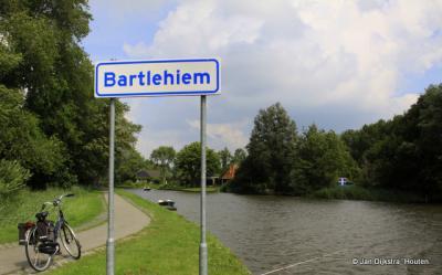 Na weer een mooie tocht langs de Dokkumer Ee komen we in Bartlehiem aan op de linker oever vanuit Leeuwarden gezien.