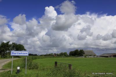 Na een mooie fietstocht langs de Dokkumer Ee komen we in Bartlehiem op de rechter oever vanuit Leeuwarden gezien.