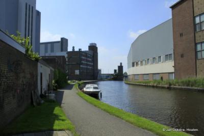 Bedrijvigheid aan de Oude Rijn in Barwoutswaarder
