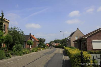 Buurtschap Bazeldijk bij Meerkerk in de Alblasserwaard.