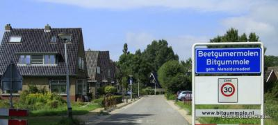 Bitgummole is een dorp in de provincie Fryslân, gemeente Waadhoeke. T/m 2017 gemeente Menameradiel.