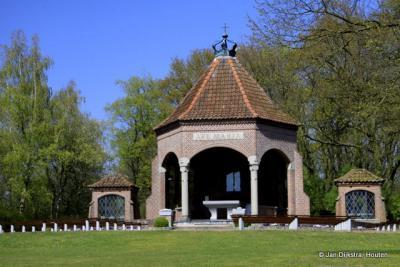 Dankzij deze kapel Onze Lieve Vrouw ter Nood Gods is Bergharen een bedevaartplaats
