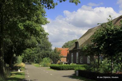 Heel veel mooie boerderijen staan er in buurtschap Blokland