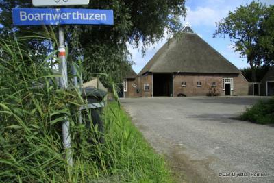 Boarnwerthuzen is een buurtschap met slechts een handvol huizen, gelegen aan de gelijknamige weg