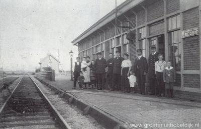 Bobeldijk (postaal onder Berkhout) had van 1898 tot 1938 een station Bobeldijk-Berkhout aan de spoorlijn Alkmaar-Hoorn