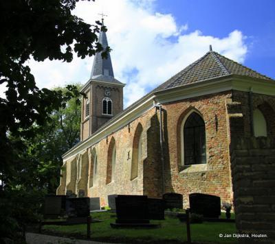 Brantgum, met de 12e-eeuwse kerk
