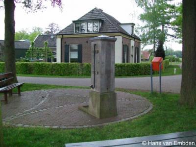 Brinkheurne, de huidige schoolpomp is een replica uit 2005 van de oorspronkelijke pomp, die rond 1930 is afgebroken