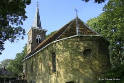 Het zeer oude schip van de kerk in Britswert is gebouwd met Friese geeltjes