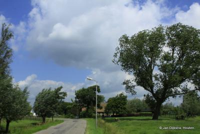 Bochtige wegen, mooie boerderijen en veel knotwilgen in buurtschap Broek