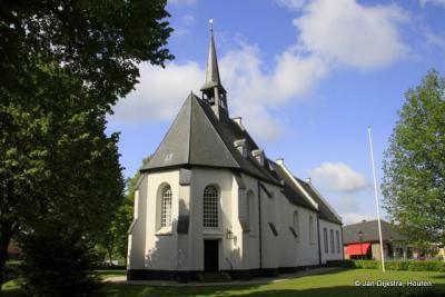 ... en we staan al gauw voor het mooie, witte kerkje van Bruchem.