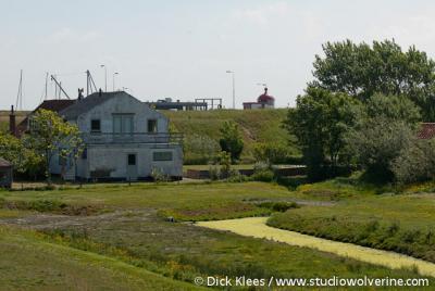 Burghsluis, dijkhuis achter de havendijk