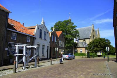 De Mariastraat in Cadzand met de smidse van Robijn.