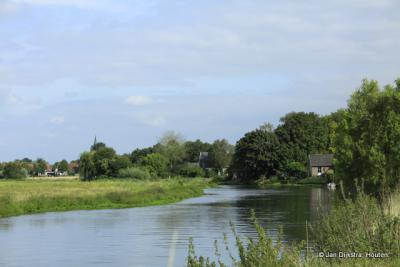 Cothen, een dorp prachtig gelegen aan de rivier de Kromme Rijn. Zie de link onder het kopje Beeld.