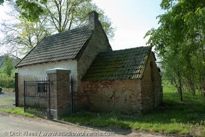 Waterop (buurtschap van Gulpen), Bakhuis bij hoeve naast huize Karsveld.