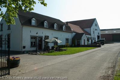 Waterop (buurtschap van Gulpen), Hoeve naast huize Karsveld.