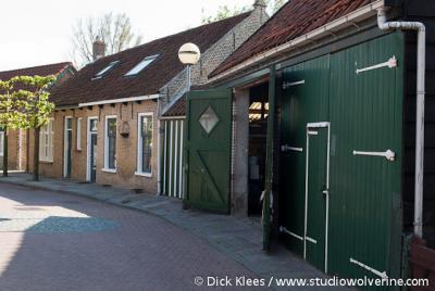 Scharendijke, straatbeeld van knusse huisjes